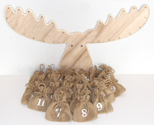 Weihnachtskalender Elch.Adventskalender Elch Aus Holz Mit Jutesäckchen Zum Befüllen